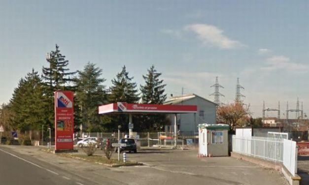 A Tortona brucia un campo dietro il distributore Ratti e un altro incendio a Villaromagnano