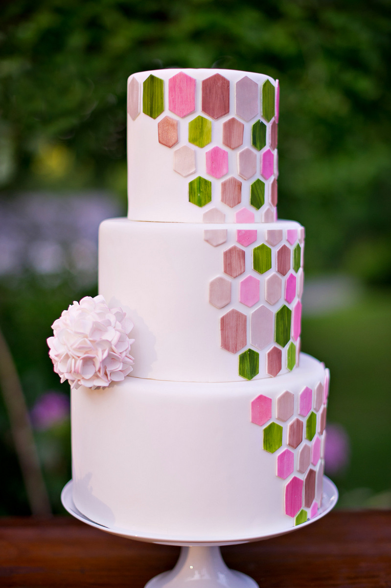 Sustainable & Eco-Friendly Spring Inspiration | Amy Chamgagne Events & Ashley Therese Photography / Cake by Erica O'Brien Cakes