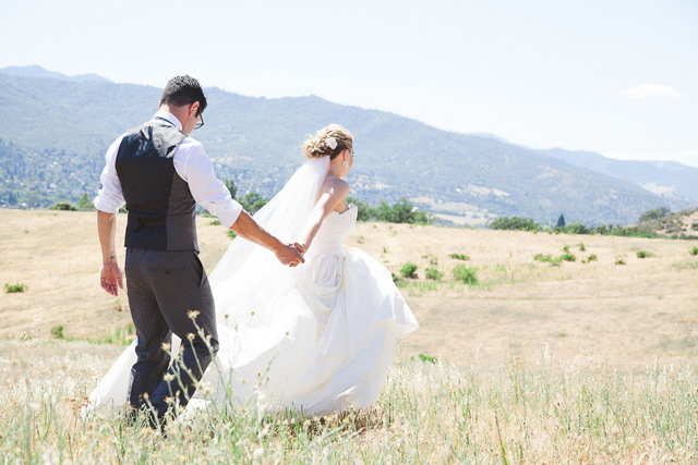 Rustic Oregon Wedding | Juliet Ashley Photography on Oh Lovely Day