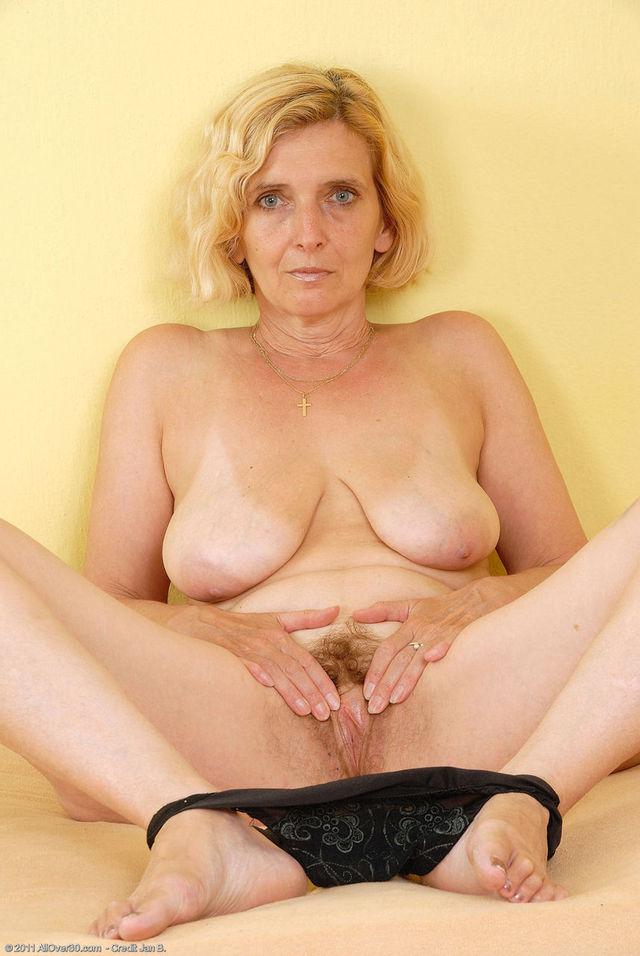 mature mom saggy tits blowjob