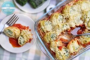 Caracolas de pasta rellenas con espinaca y queso ricotta