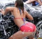 Gostosas lavando carros (1)