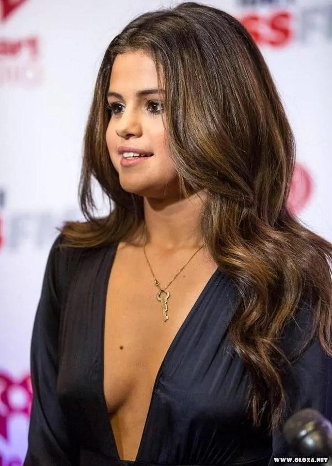 Gata da vez: Selena Gomez nua