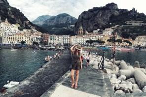 Amalfi e Positano | Una tuta e dei sandali con i pon-pon