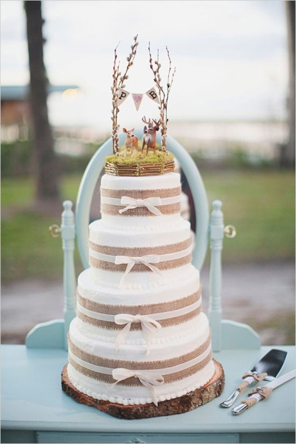 Lace-and-Burlap-Wedding-Cake-2