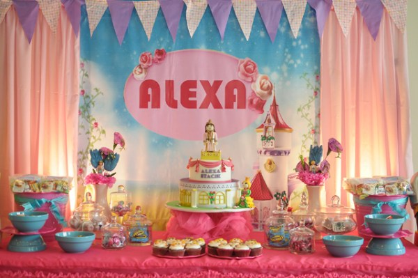 Alexa's Playmobil Party Dessert Table