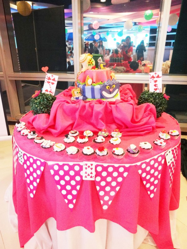 Alice in Wonderland Themed Party - 02