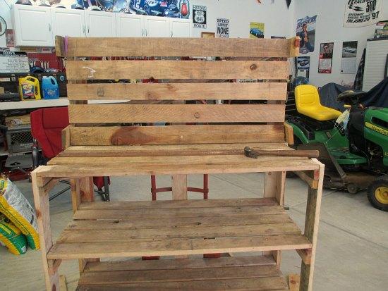 DIY wood pallet potting bench