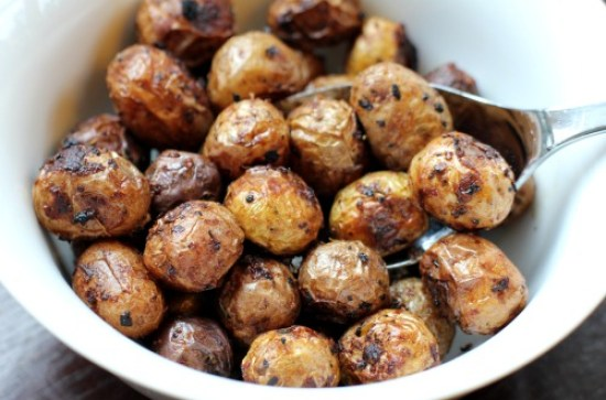 Easy-Side-Dish-Recipes-Herb-Roasted-New-Potatoes