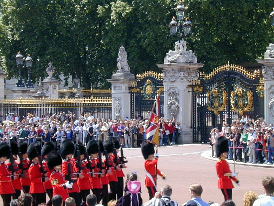 10 Things to Do in London buckingham palace