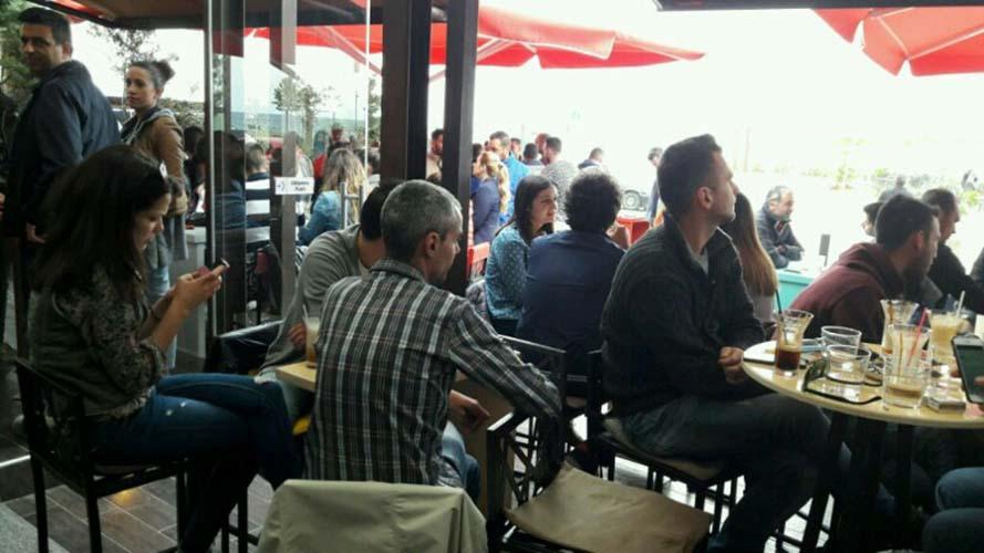Ζωντάνεψαν τα παράλια: Για καφε στον Αγιόκαμπο μετα τον οβελία οι Λαρισαίοι