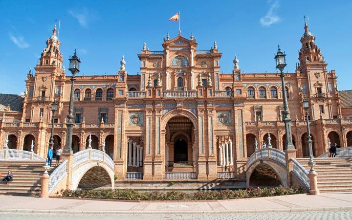 Facade of the Plaza de España