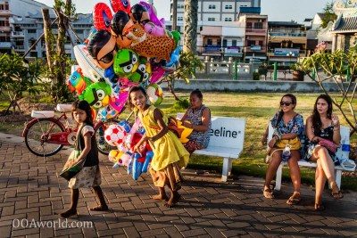 Video Interviews Vientiane Balloons Beggars Tourists Vientiane Laos Photo Ooaworld