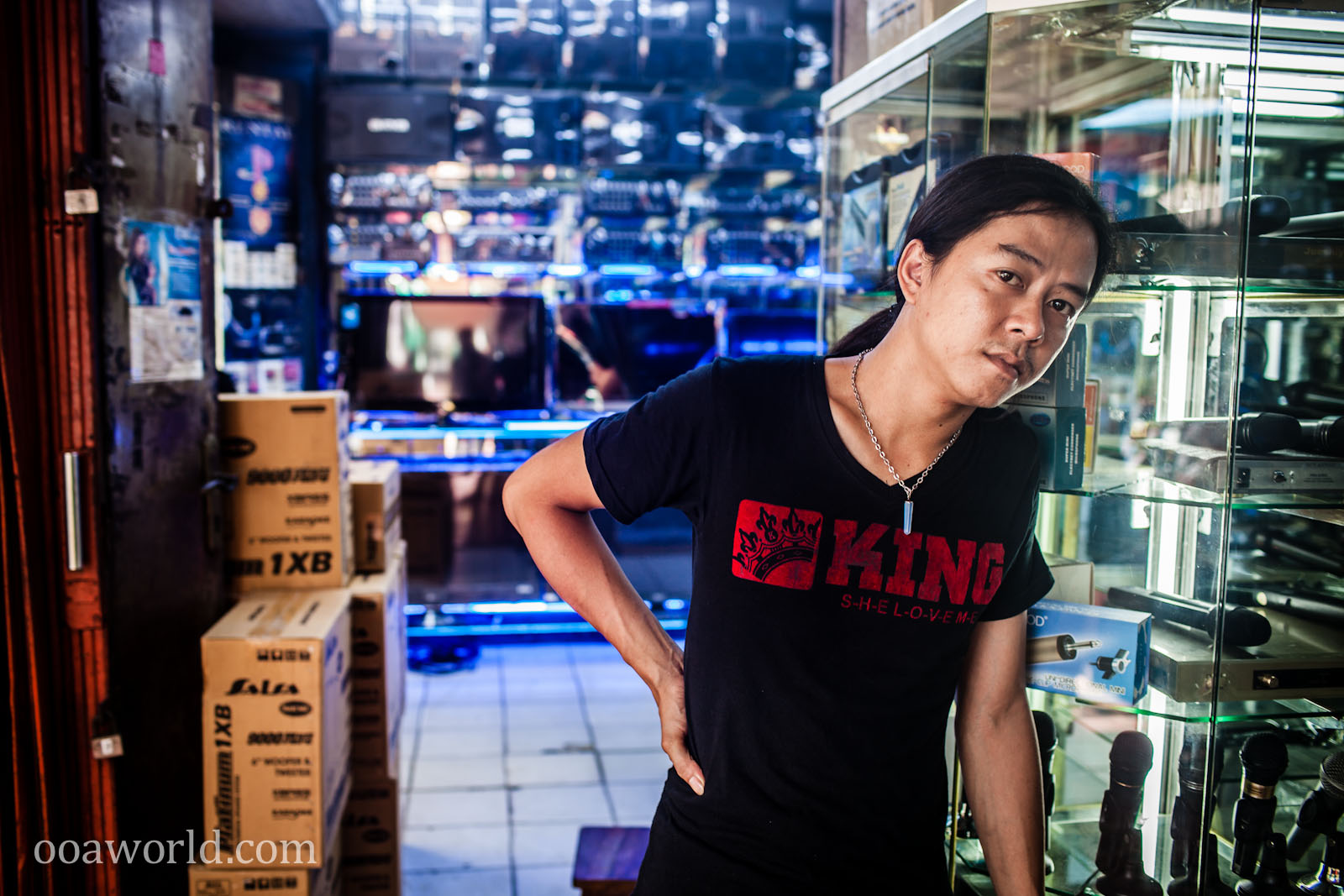 Portrait Electronic Shopkeeper Jakarta Photo Ooaworld