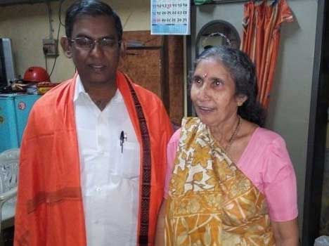 "Christian missionary meets Jashodaben to ""heal her"", Hindu groups are busy being stupid"