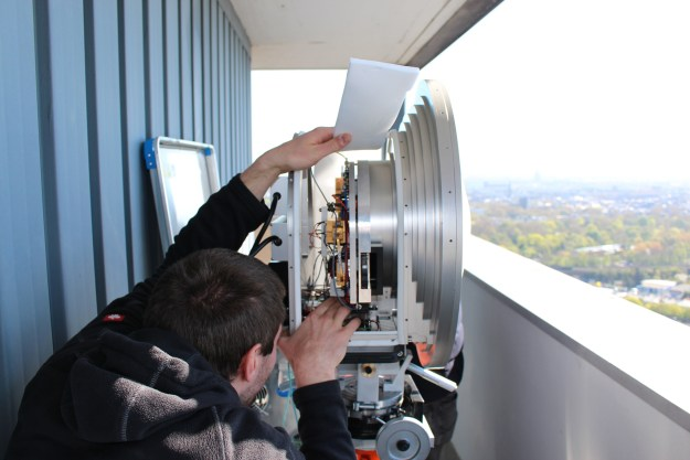E band transmitters with parabolic antenna. The installed integrated circuits achieve particularly high performance.