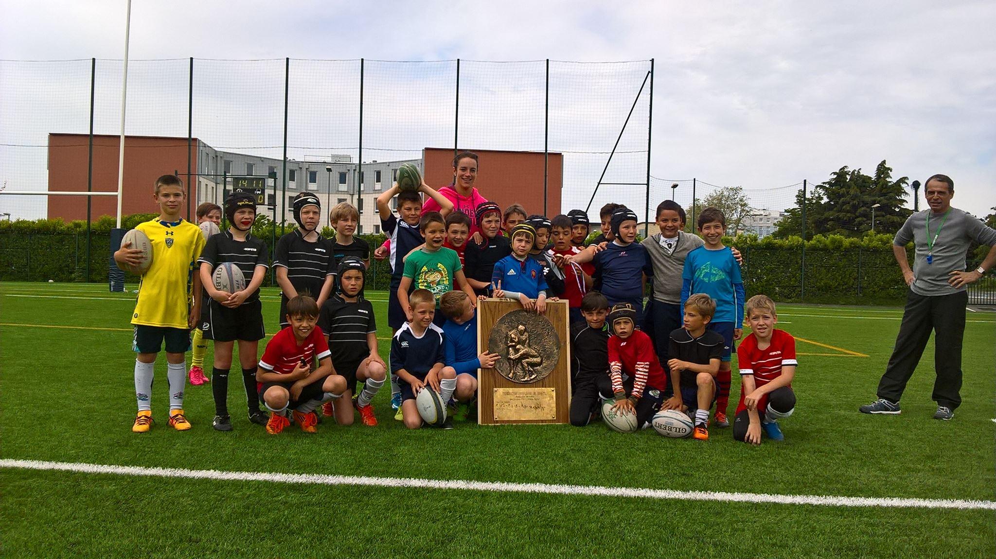 Avec Françoise Mayot et les jeunes de l'école de rugby