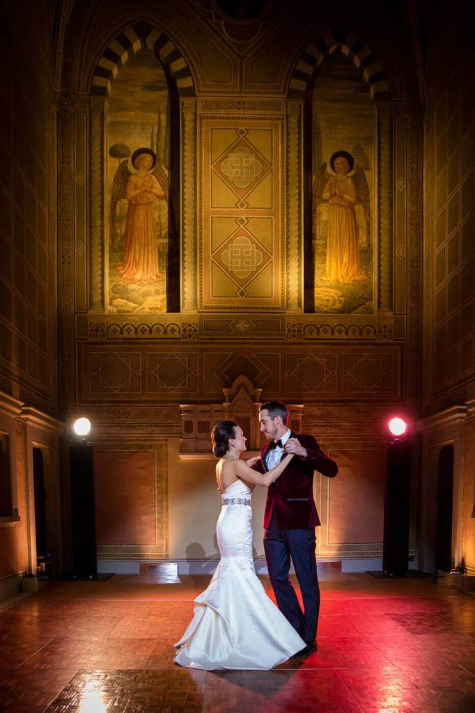 Isabelle & John have a romantic first dance