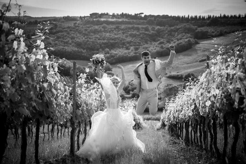 Lauren & Ben have fun in the vineyard