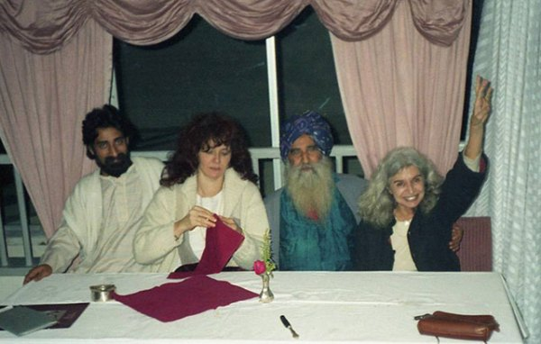 050-big-prem-sardar-and-mukta-with-vijay