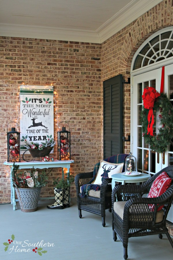 / Christmas Front Porch / www.oursouthernhomesc.com