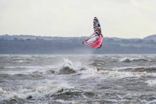 Hill Head windsurfing, wind supplied by Storm Doris. Hill Head is a residential area to the south of Stubbington and west of Lee on the Solent. Beaches at Hill Head provide many locations for wind and kite surfing at most states of the tide. Low tide generally gives shallow water extending a significant distance from the high tide mark. There is a car park at Salterns with a grassy area for rigging up with access to the beach across a low wall and promenade. The prevailing winds are south westerly though the conditions can be very choppy to say the least! West to north west gives cross shore winds down from Southampton water