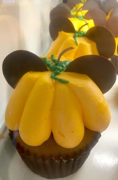 halloween-time-disneyland-resort-pumpkin-muffin