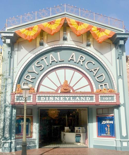 halloween-time-disneyland-resort-crystal-arcade