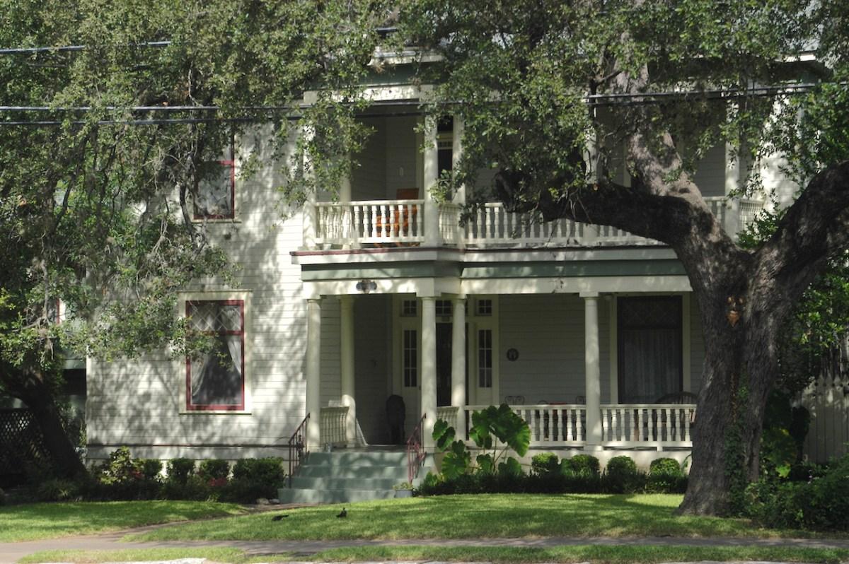 16-shadow-house