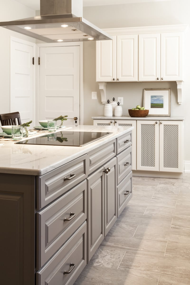 guilford kitchen remodel kitchen remodeling baltimore After Photos of Baltimore Kitchen Remodel Top Knobs Aspen Collection M 4 cc pull in silicon Bronze