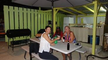 Belize, Caye Caulker: Geburtstag mit Lobster Grillen in der Küche hinter dem Haus