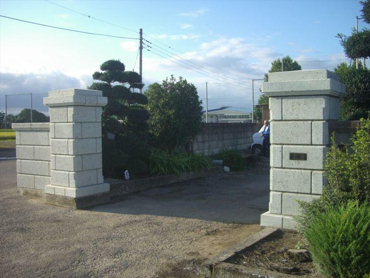 大谷石の角門柱