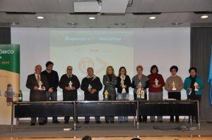 Foto familia: ganadores mayores con iniciativa Asturias