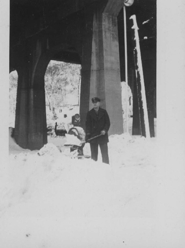 PageSnow1944