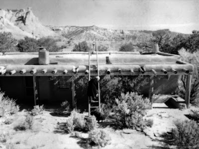 john-loengard-georgia-o-keeffe-climbing-a-ladder-outside-ghost-ranch-her-desert-home_i-G-26-2694-3VTUD00Z