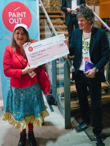Eloise O'Hare winning the Jamieson's Property Search Third Prize at Paint Out Norwich 2015