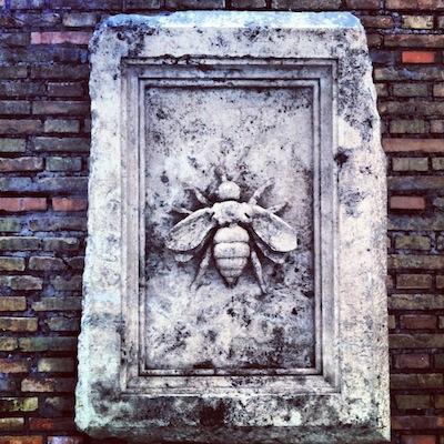 курьез: ватиканские пчелы 1
