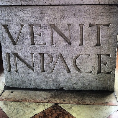 шрифт: VENIT IN PACE