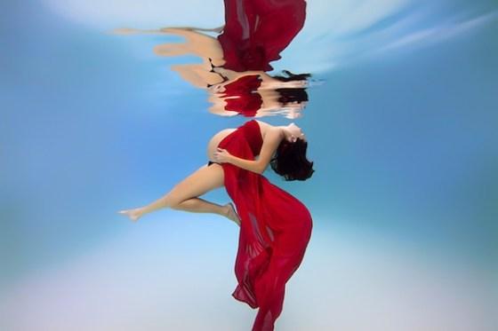 fotografia profesional embarazada bajo el agua