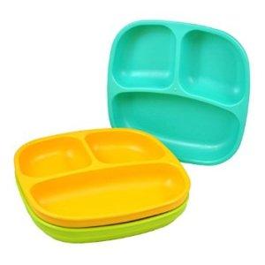 W domu Papugi stosuje się dostępne na amazonie tacki z przegródkami, w których 1. przeznaczona jest na warzywa 2. owoc + smakołyk 3. jedna z propozycji z obok listy.