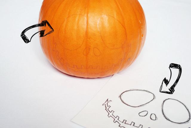jak wyciąć halloweenową dynię