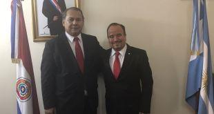 Cónsul Edilberto Cantero (i) y Julio Estévez (h), Secretario  de ARPA