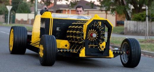 Une voiture en Lego. Une vraie voiture.