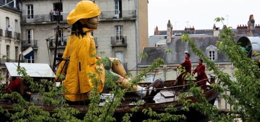 Royal de Luxe - La Petite Géante sur son bateau (2009)