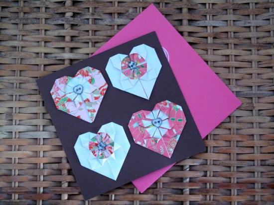 Carte pour la saint valentin avec des cœurs en origami