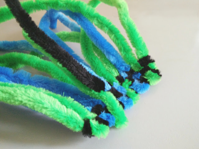 Weaving pipe cleaners