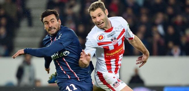 Ezequiel LAVEZZI / Arnaud MAIRE – 11.01.2013 – Paris Saint Germain / Ajaccio – 20eme journee de Ligue 1 (Photo : Winter Press / Icon Sport)