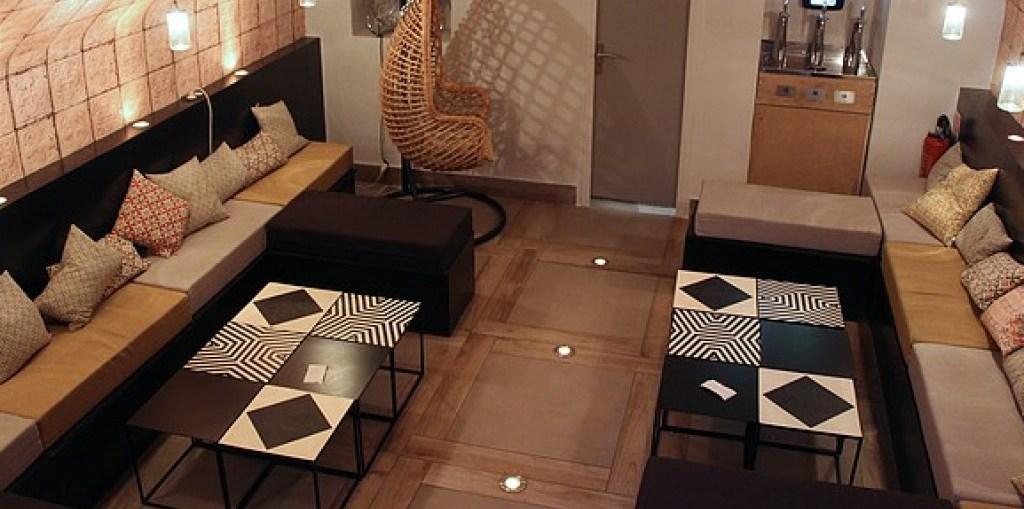 monsieur le zinc une belle d couverte parisienne une parisienne overseas. Black Bedroom Furniture Sets. Home Design Ideas
