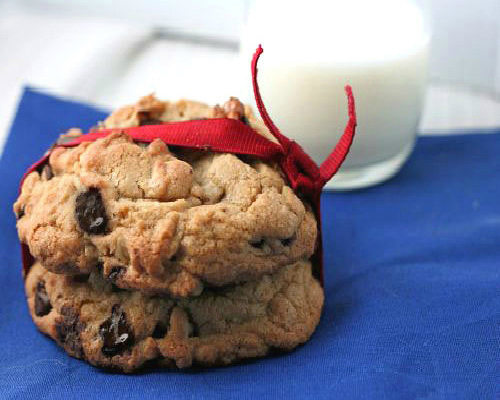 Levain Bakery Copycat Chocolate Chip Cookie