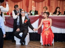 blindfold-for-bride-and-groom-wedding-reception-games-1